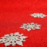 Copos de nieve decorativos de plata Fotos de archivo