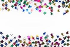 Copos de nieve del color en el fondo blanco Imágenes de archivo libres de regalías