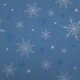 Copos de nieve en fondo azul con la textura de papel Imágenes de archivo libres de regalías