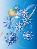 Copos de nieve y bola del oro (en) foto de archivo