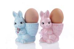 Copos de ovo com coelhinho da Páscoa Imagem de Stock Royalty Free
