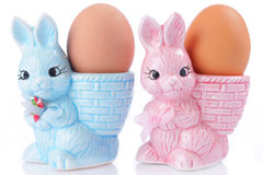 Copos de ovo com coelhinho da Páscoa Foto de Stock Royalty Free