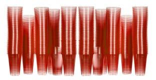 Copos descartáveis vermelhos da água empilhados Foto de Stock