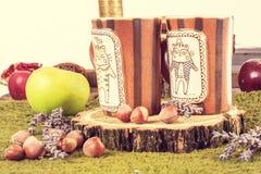 Copos do chá ou de café na tabela retro morna Imagens de Stock Royalty Free