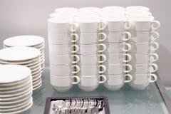 Copos do produto de cerâmica para o chá e o café Fotografia de Stock