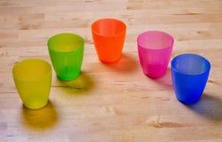 Copos plásticos coloridos Fotografia de Stock