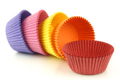 Copos vazios coloridos do queque Imagens de Stock