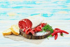 Coppa curado cortado com especiarias e um ramo dos alecrins foto de stock royalty free