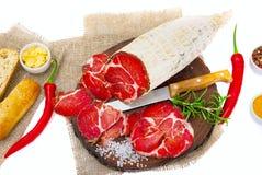 Coppa curado cortado com um ramo dos alecrins imagens de stock