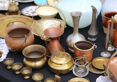 Copper pots precious and vintage furnishings for sale in the ant Stock Photography