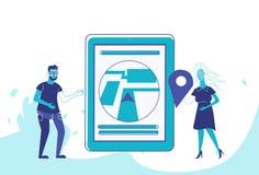 Coppia la donna dell'uomo che usando la gente di affari mobile di posizione della mappa della città di navigazione di app di geo  royalty illustrazione gratis