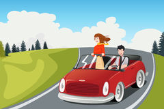 Coppia la guida dell'automobile che va su un viaggio stradale Immagini Stock Libere da Diritti