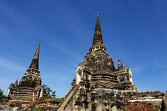 Coppia la pagoda con il tempio principale di Wat Phra Si Sanphet nella vista splendida Il cielo Fotografia Stock Libera da Diritti