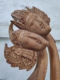 Coppia la scultura di legno immagini stock