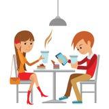 Coppia la seduta nel caffè, il flirt e parlare del qualcosa Fotografia Stock