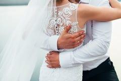 Coppia la sposa e lo sposo il giorno del loro matrimonio Immagini Stock Libere da Diritti
