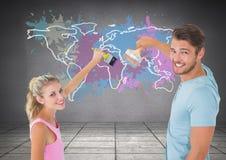 Coppia la verniciatura della mappa variopinta con il fondo della parete schizzato pittura Fotografia Stock
