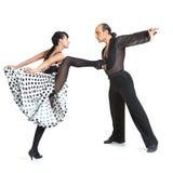Coppia lo stile di Latina dei danzatori Immagini Stock Libere da Diritti