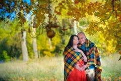 Coppia sposata felice fotografie stock