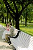 Coppia sposata sulla filiale Fotografia Stock Libera da Diritti