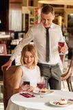 Coppie adorabili al ristorante Fotografia Stock Libera da Diritti