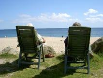 Coppie alla spiaggia Fotografie Stock Libere da Diritti