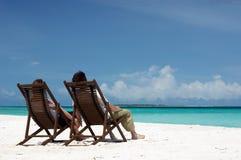 Coppie amorose sulla spiaggia Fotografie Stock