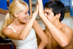 Coppie amorous felici giovani Immagini Stock