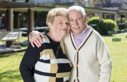 Coppie anziane nel giardino Fotografia Stock Libera da Diritti
