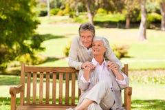 Coppie anziane nella sosta Fotografia Stock Libera da Diritti