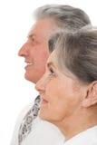 Coppie anziane su una priorità bassa bianca Immagini Stock