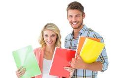 Coppie attraenti dello studente che sorridono alla macchina fotografica Immagine Stock Libera da Diritti