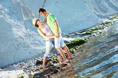 Coppie che amano sulla spiaggia Fotografie Stock