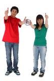 Coppie che danno il thumbs-up fotografia stock libera da diritti