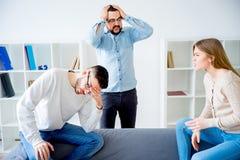 Coppie che discutono in un consiglio di matrimonio Fotografie Stock Libere da Diritti