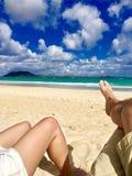 Coppie che godono sulla spiaggia Fotografia Stock Libera da Diritti