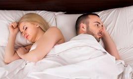 Coppie che hanno problemi a letto Fotografia Stock Libera da Diritti