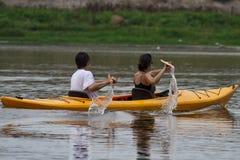 Coppie che Kayaking Immagine Stock