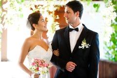 Coppie che ottengono sposate fotografia stock