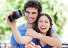 Coppie che prendono foto se stessi Fotografia Stock