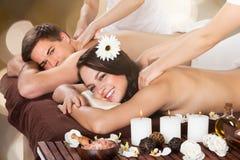 Coppie che ricevono massaggio della spalla Immagine Stock Libera da Diritti