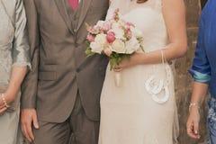 Coppie che si tengono per mano nozze Fotografia Stock Libera da Diritti