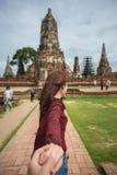 Coppie che viaggiano in tempio Fotografia Stock