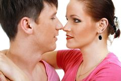 Coppie circa per baciarsi Immagine Stock