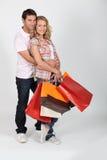 Coppie con i sacchetti di acquisto Immagine Stock Libera da Diritti
