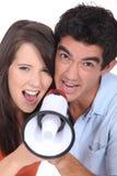 Coppie con il megafono Fotografie Stock Libere da Diritti