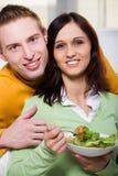 Coppie con insalata Fotografia Stock Libera da Diritti