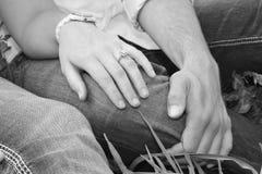 Coppie con l'anello di fidanzamento Immagine Stock Libera da Diritti