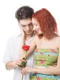 Coppie con un fiore Fotografia Stock Libera da Diritti