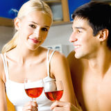 Coppie con vino immagine stock